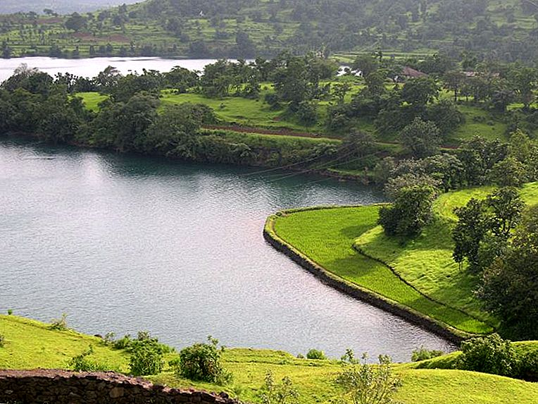 Bhandardara: High Peak na Hole-In-One
