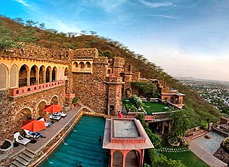 Weekend Getaways alates Delhi: Neemrana