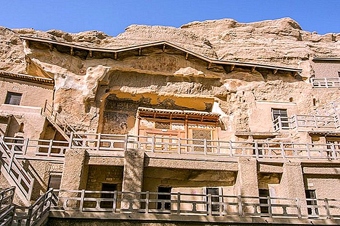 Dunhuang en Jiayuguan bezoeken: Mogao Caves, Western End of the Great Wall of China en Camel Trekking